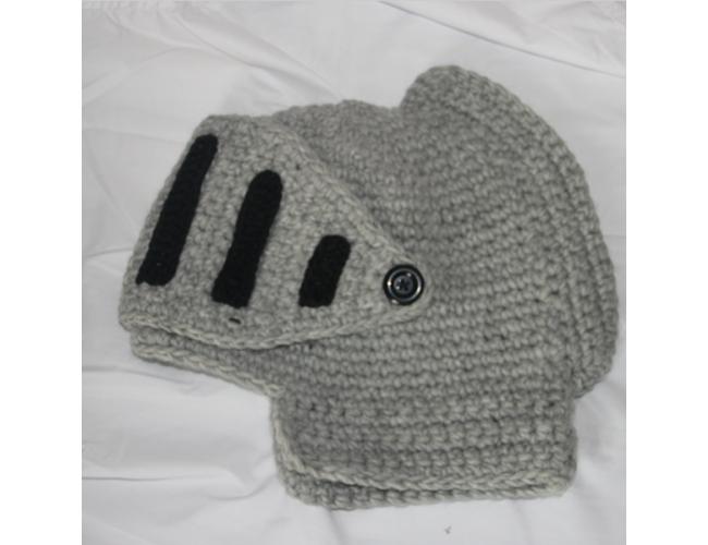 Оригинальная зимняя шапка - рыцарский шлем