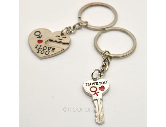 Символичный брелок для влюбленных I love you